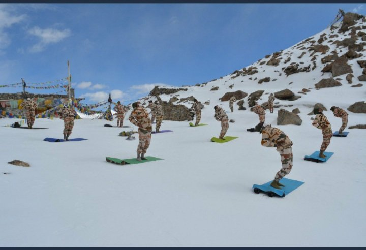 International Yoga Day 2020 The ITBP Jawans Practice Yoga at 18,000 Feet on the India-China Border!